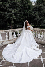 Load image into Gallery viewer, Ball Gown Off the Shoulder Satin White Sweetheart Wedding Dresses Wedding Gowns XHMPST15062
