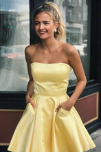 Load image into Gallery viewer, Yellow Satin Strapless Short Prom Dresses with Pockets Simple Homecoming XHMPST14550