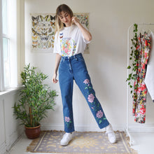 Load image into Gallery viewer, Hand painted jeans 32W