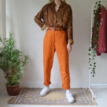 Load image into Gallery viewer, Pumpkin mom jeans 30/31W