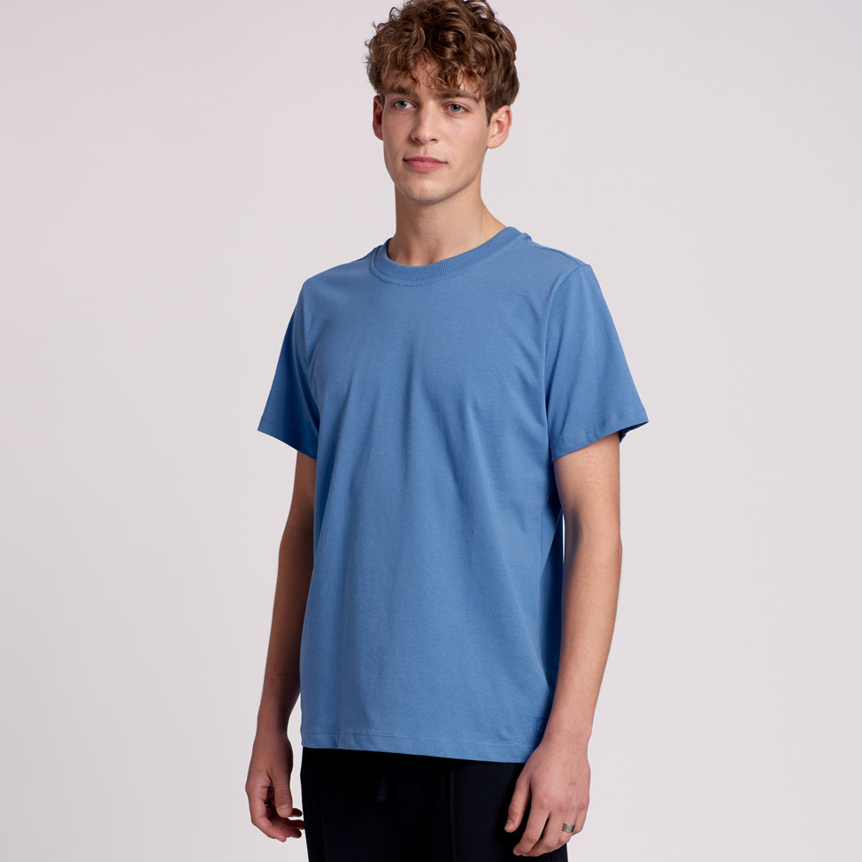 "T-shirt ""KOS"" with 2x2 rib in blue"