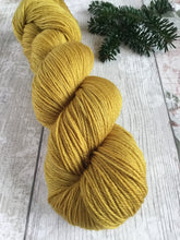 Load image into Gallery viewer, Merino 500 - fingering weight - Golden Ochre