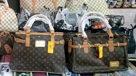 Tissue wrapped handles on fake Louis Vuitton Bags