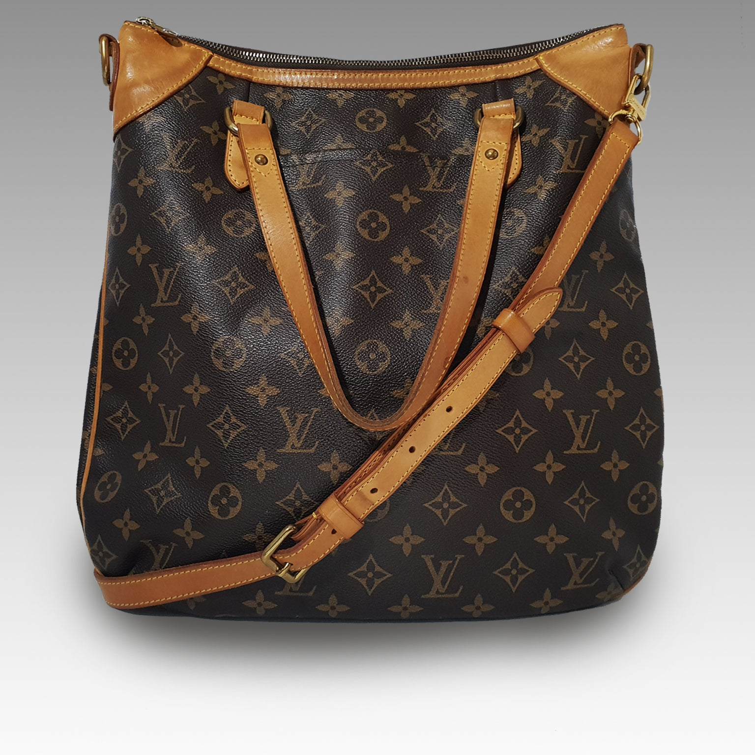 Louis Vuitton, Louis Vuitton Odeon GM Bag in Monogram Canvas - CHLOEZACH