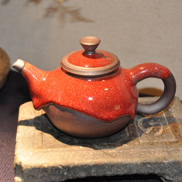 Tea Pot and Tea Pitcher with Red Glaze by Qiu Guan Ting (邱貫庭)