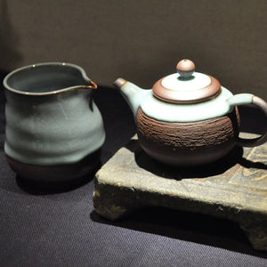 Tea Pot and Tea Pitcher with Celadon Glaze by Qiu Guan Ting (邱貫庭)