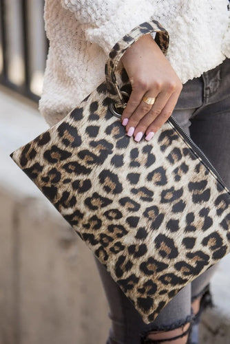 Trendy Leopard Clutch