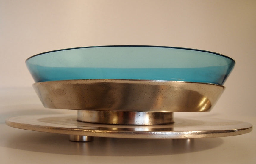 Murano blue glass bowl, polished brass base; artist's and producer's stamps, numbered 3/99  /  Coupe en verre bleu de Murano, base en étain poliSignatures de l'artiste et de l'éditeur, numéroté 3/99