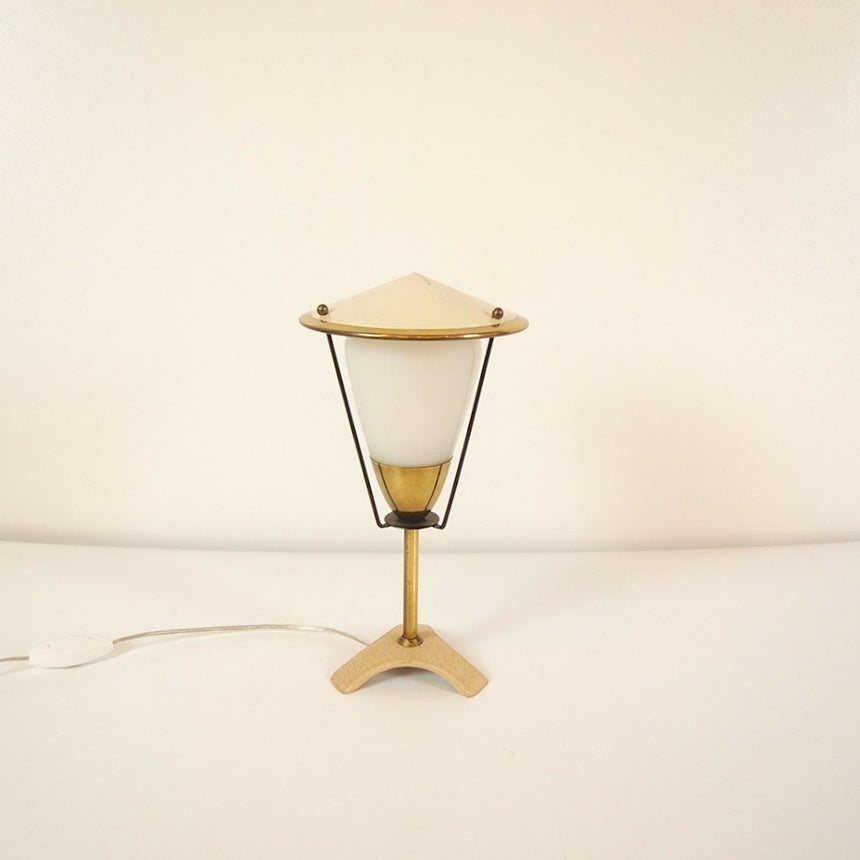 Shop online- Italian table lamp in brass and metal with an opaline. 1950's / Acheter en ligne - Lampe de table Italienne en laiton et métal avec une opaline. 1950's