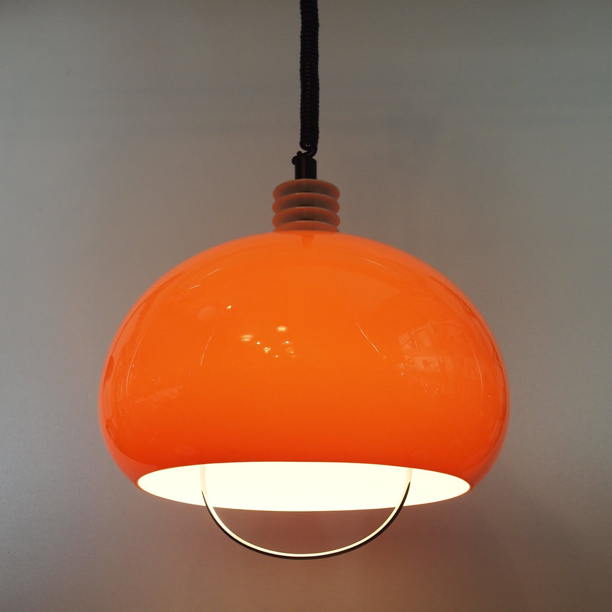 Shop online - Rolly adjustable ceiling lamp in orange plastic from 70's. / Acheter en ligne - Suspension Rolly ajustable en plastique orange des années 70.
