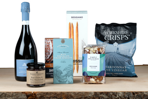 welcome pack hamper and picnic hamper UK