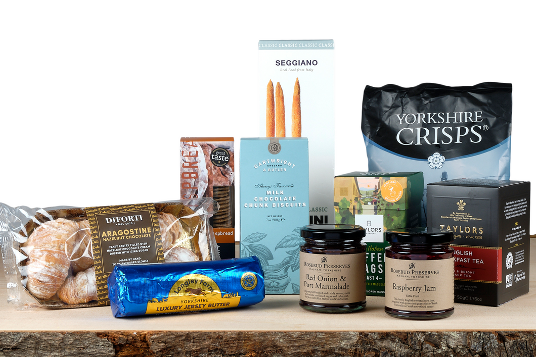 Welcome pack and picnic essentials hamper UK