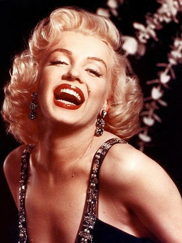 Charming Marilyn Monroe's Hairstyle Still Popular Today