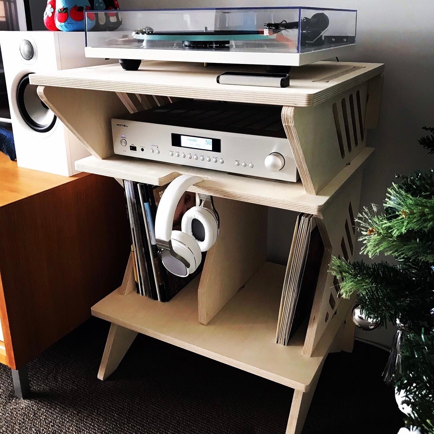 IsoKing Turntable Stand with Vinyl Rack