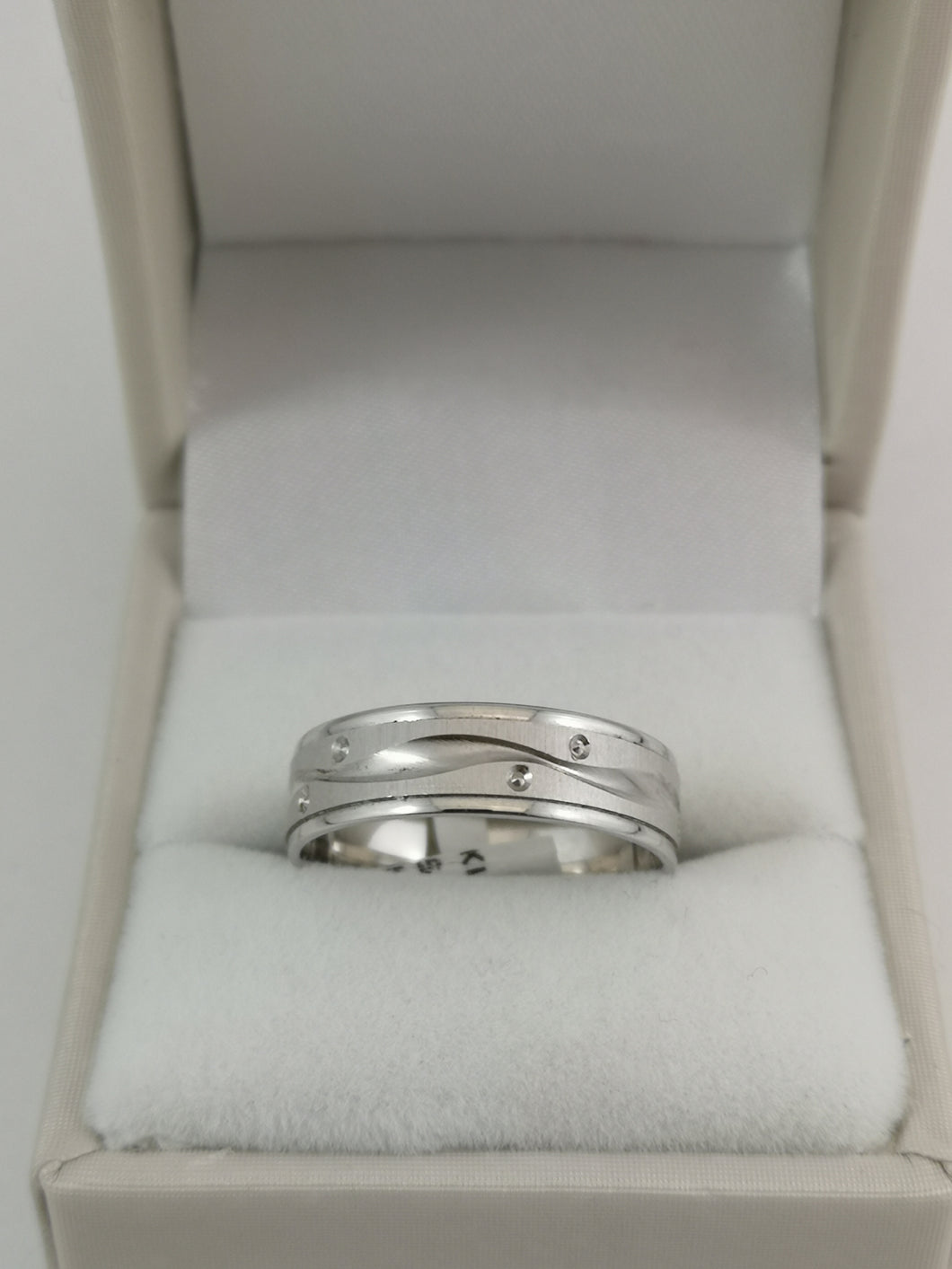 10 KW Wedding Band