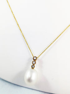 10 Kt Yellow Gold Oval Fresh Water Pearl and Diamond Pendent.