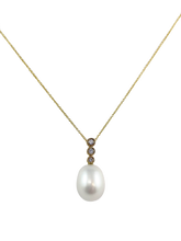 Load image into Gallery viewer, 10 Kt Yellow Gold Oval Fresh Water Pearl and Diamond Pendent.