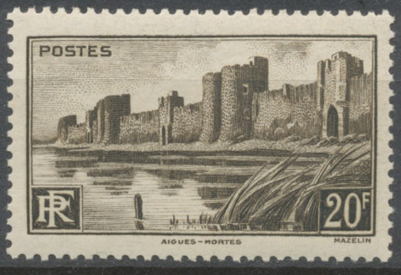 Monuments et sites. Remparts d'Aigues-Mortes. 20f. Brun-noir Neuf luxe ** Y501