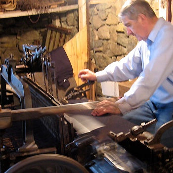 CROFTER WEAVING HARRIS TWEED IN THEIR HOME IN THE OUTER HEBRIDES FOR LUXURY PETWEAR BRITISH BRAND LISH