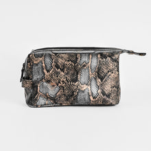 Load image into Gallery viewer, Toiletry leather traveling bag 316