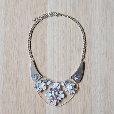 Amaryllis Necklace in Snow White