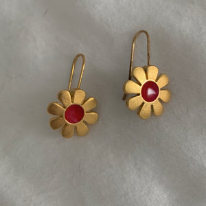Vintage 70s/80s Gold Plated Red Center Flower Earrings