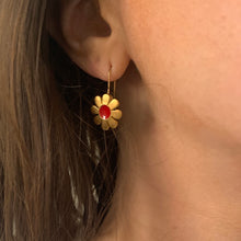 Load image into Gallery viewer, Vintage 70s/80s Gold Plated Red Center Flower Earrings