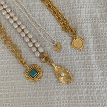 Load image into Gallery viewer, Susan Shaw Pearl Necklace W/ Gold Pearl Oyster