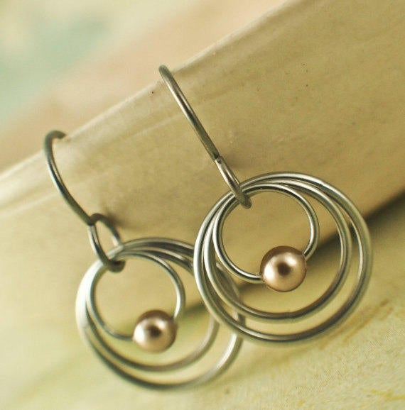 My Three Hoops Petite Earrings in Niobium and Swarovski Pearls