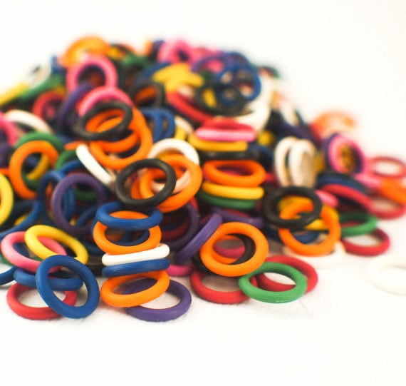 "100 Silicone Rubber Jump Rings in 4 Sizes - 16 gauge 5mm ID - 3/16"", 14 gauge 5mm - 3/16"", 6.4mm - 1/4"", and 7.9mm ID - 5/16"""