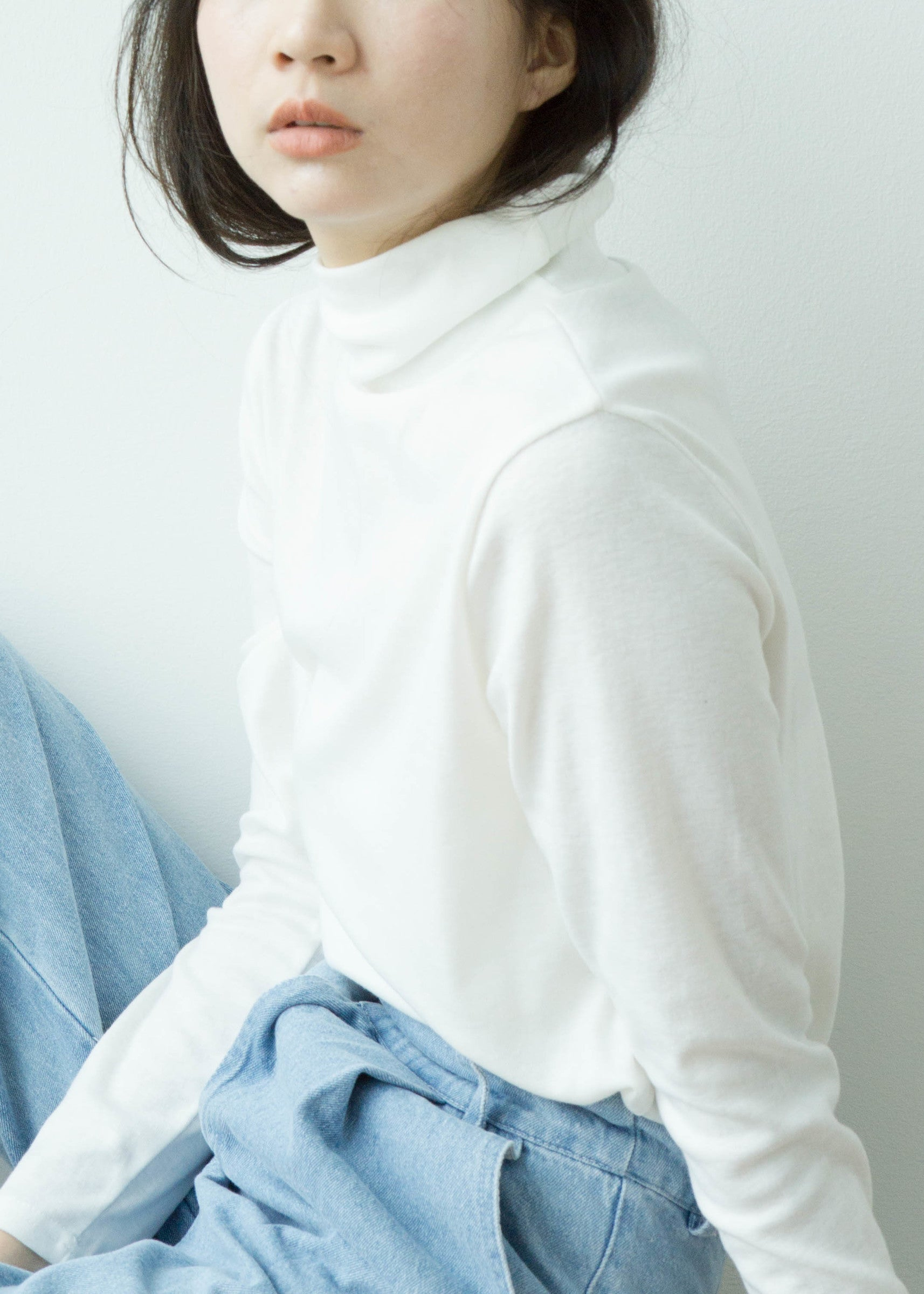 High neck long sleeves in white