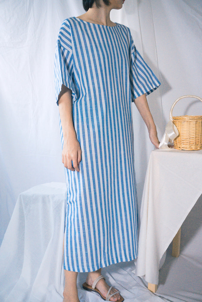 Vertical striped back lace dress in blue