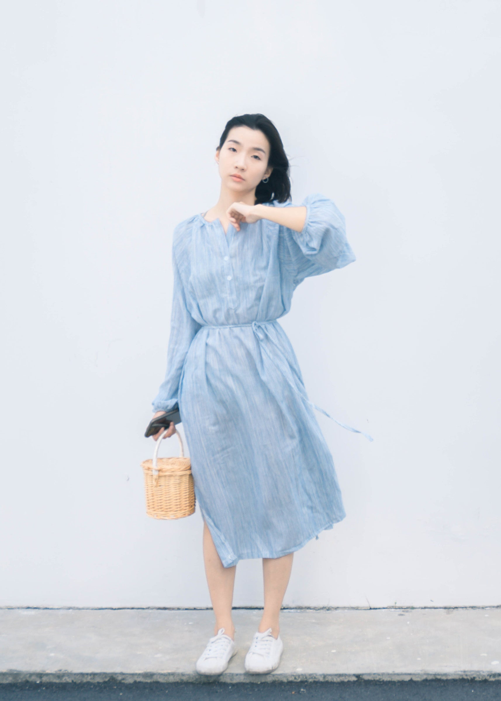 Striped mid-length tie with puff sleeve split dress