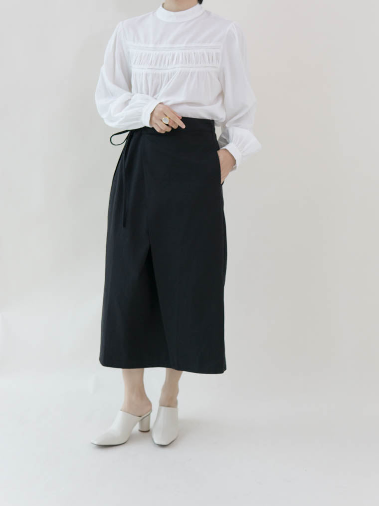 Diagonal cut skirt in classic black