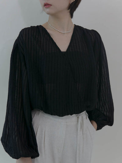 Palace style V-neck lantern sleeves in classic black
