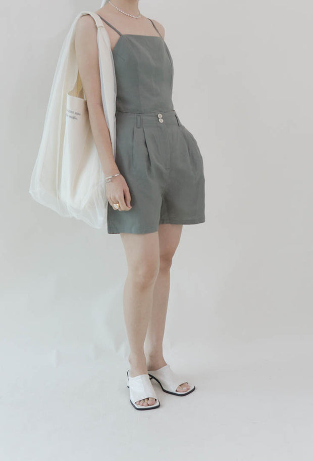 Two-piece suspender shorts in green
