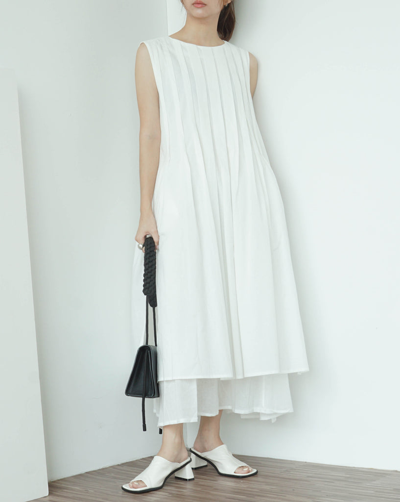Loose slit round neck double pleated long vest skirt in white
