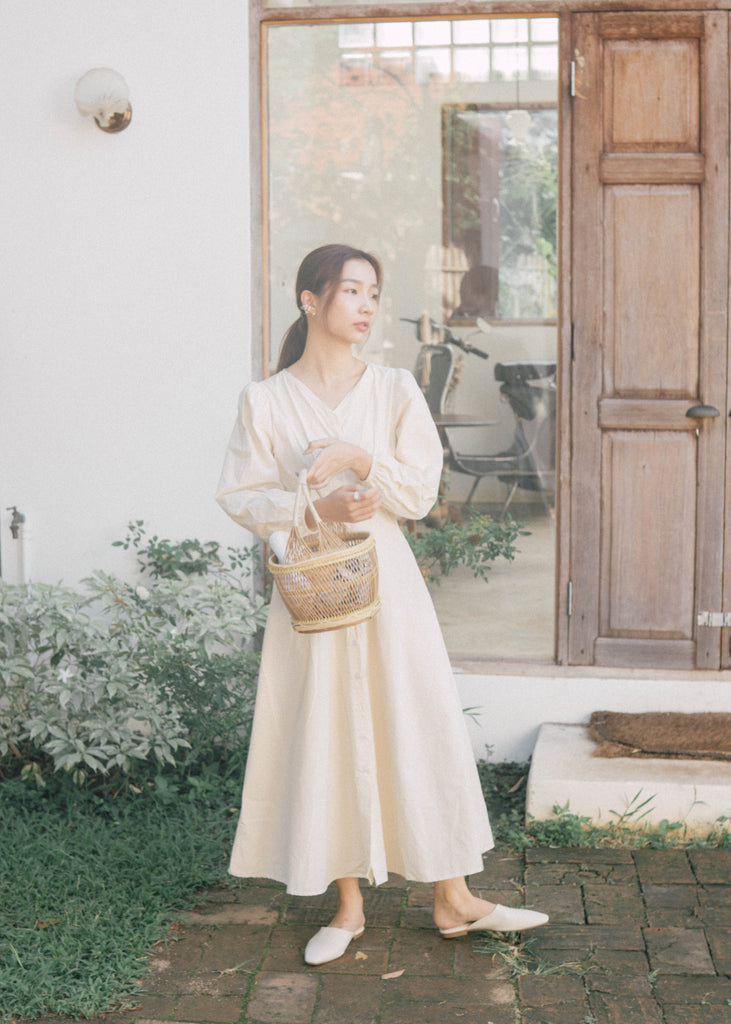 Simple V-neck waist long sleeve dress in almond color