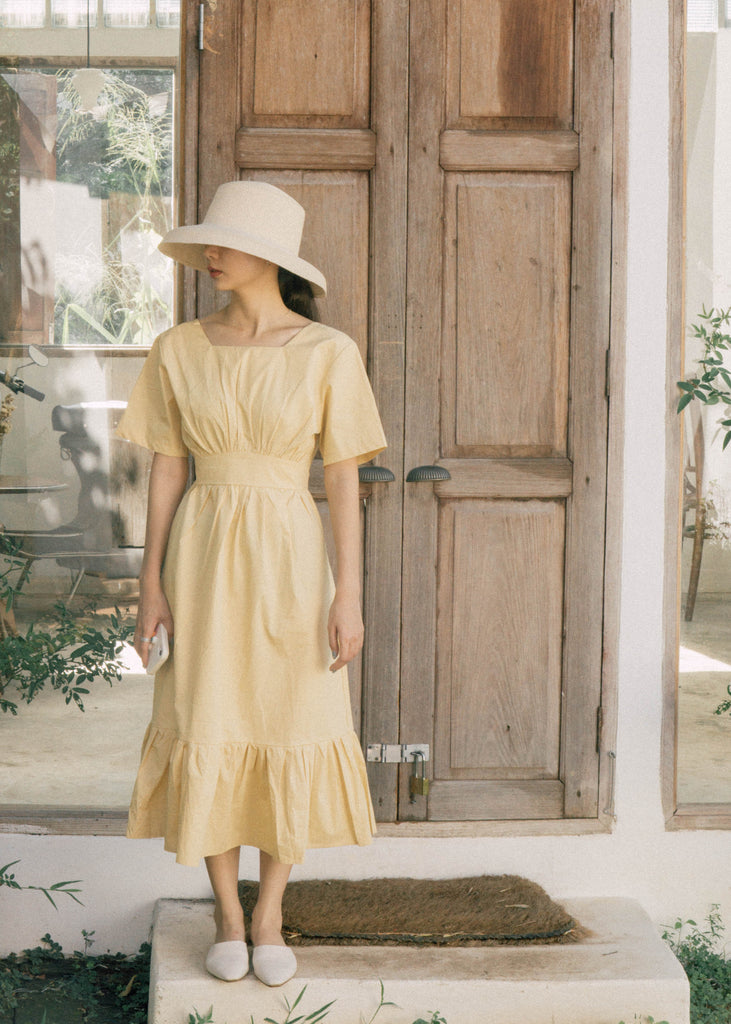 Square collar waist-tail dress in yellow