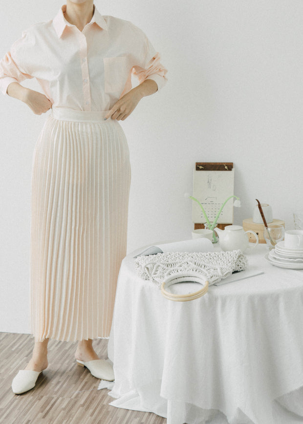 High waist and elegant pearl pleated skirt in champagne color