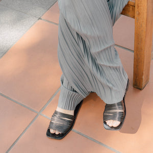 High-waisted loose floor pants in grey
