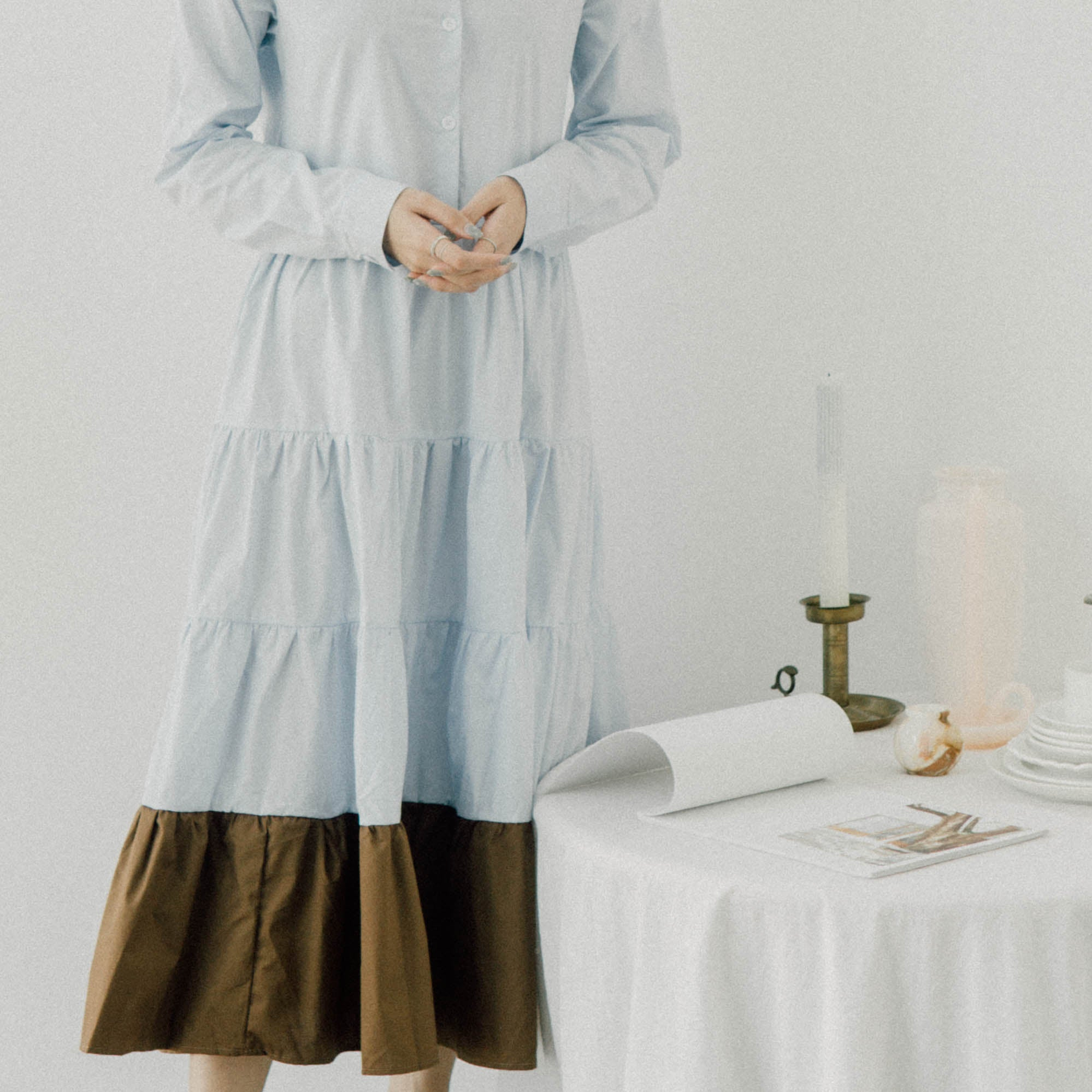 Loose pleated design with lapel collar and contrast color puff sleeve dress in baby blue