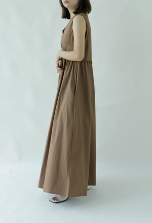 Sleeveless loose dress in brown
