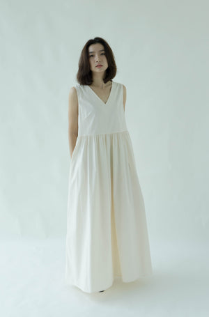 Sleeveless loose dress in almond