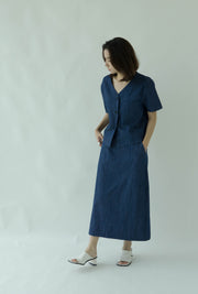 V-neck thin short-sleeved denim shirt + high waist skirt