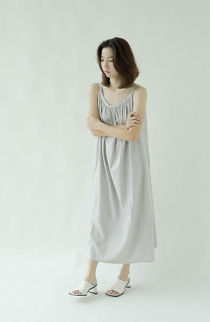 Linen literary sleeveless over-the-knee dress in grey