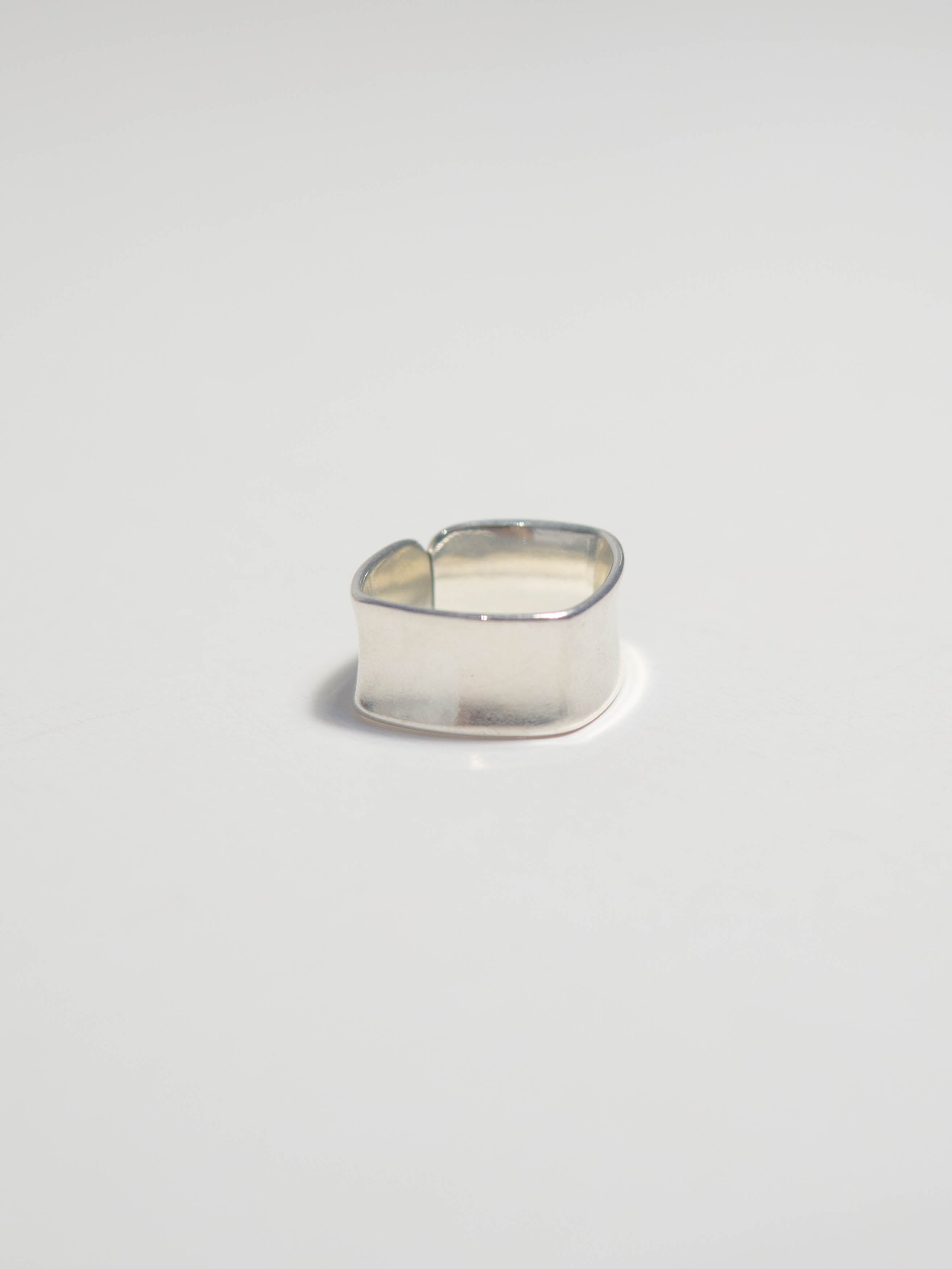 Square wide brim ring