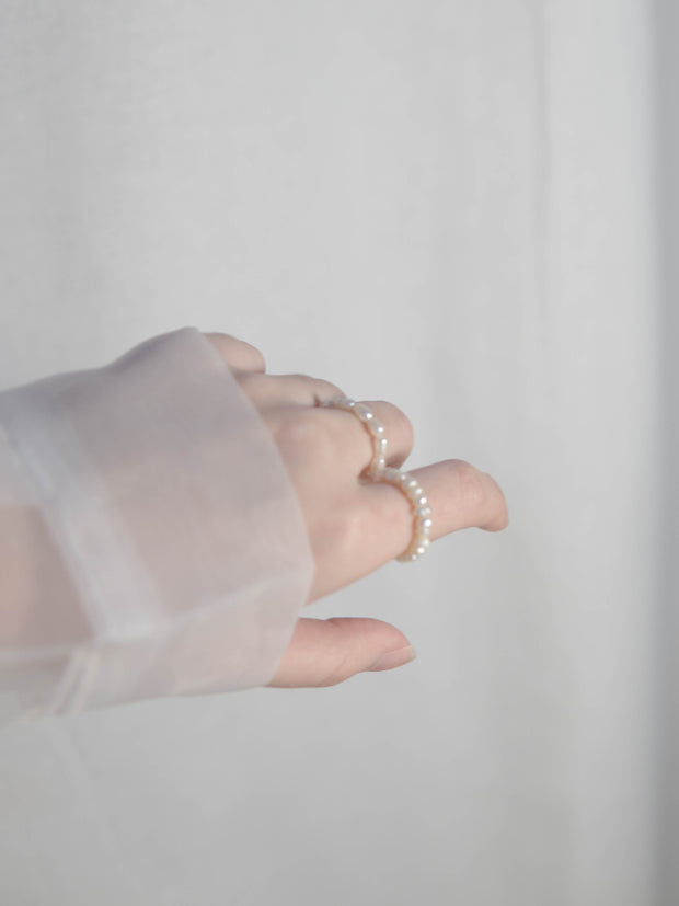 Ἀφροδίτη Baroque mini pearl ring