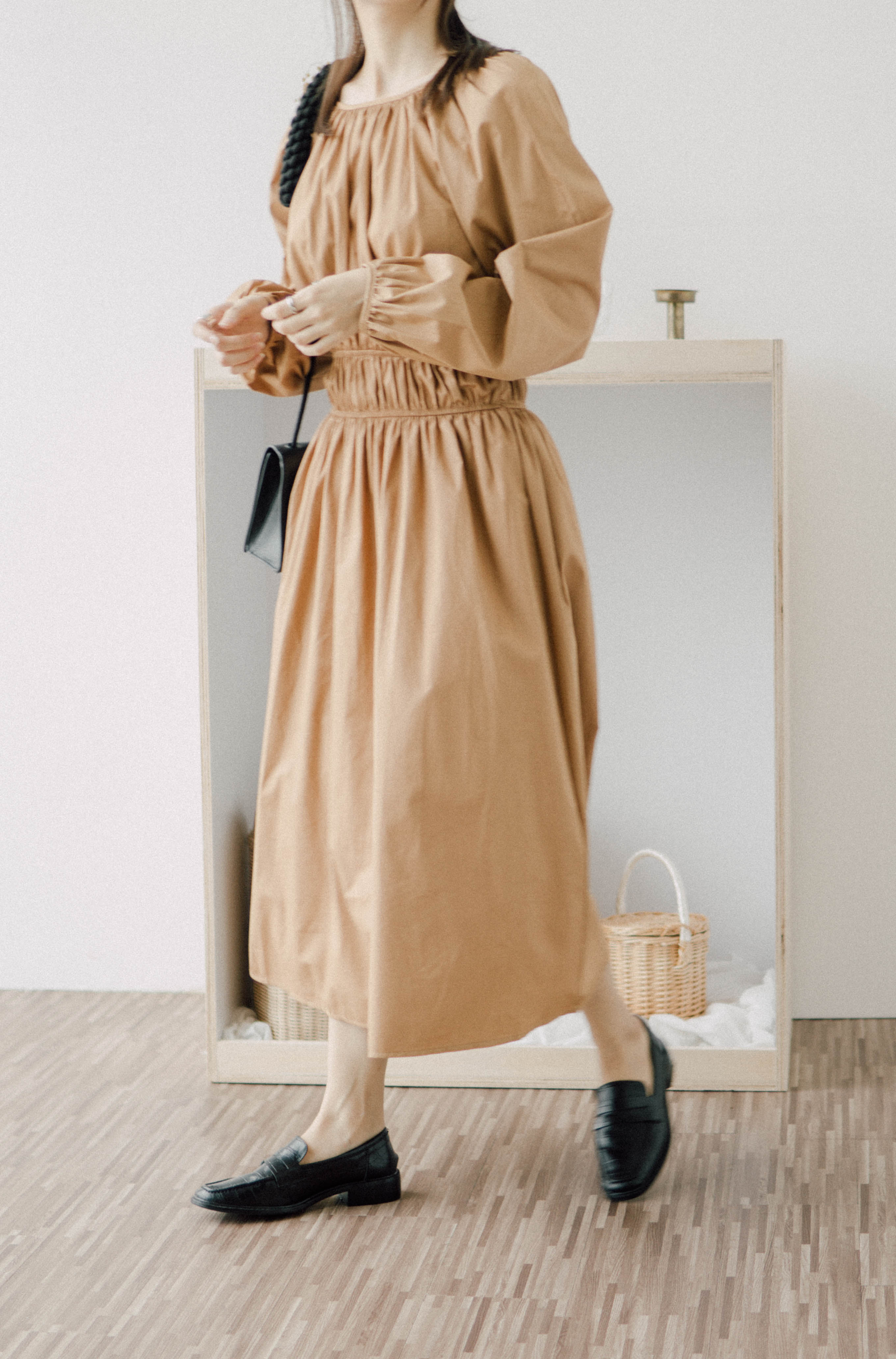 Pleated knee-length dress in brown