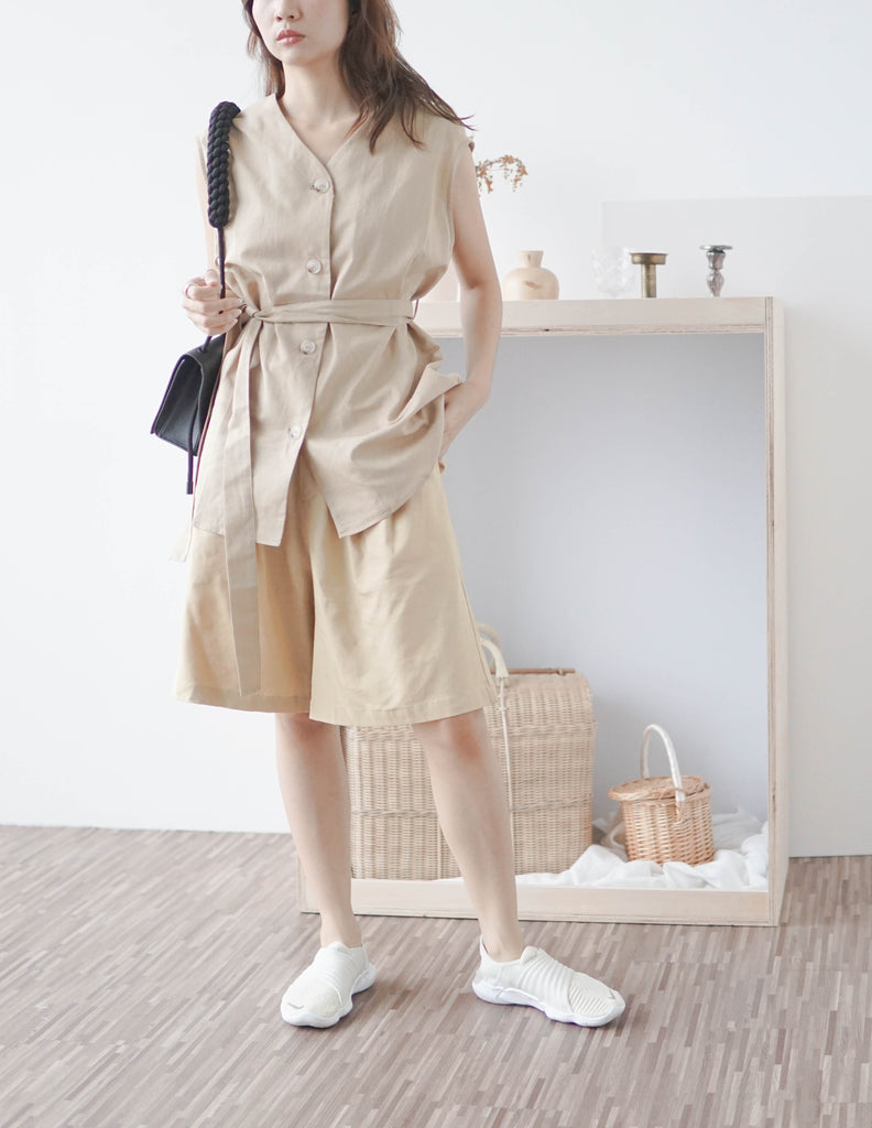 V-neck cotton and linen sleeveless lace-up cardigan in khaki